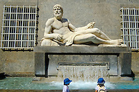 Italie, Piemont, Turin, Piazza CLN, statue du Po // Italy, Piedmont, Turin,  Piazza CLN, Po river statue