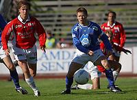 Amund Skiri, Aalesund. Espen Nystuen, Kongsvinger.<br /> <br /> Fotball: Kongsvinger - Aalesund 2-2 (5-2 e. straffer). NM 2004 herrer, 3. runde. 8. juni 2004. (Foto: Peter Tubaas/Digitalsport.