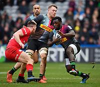 Rugby Union - 2019 / 2020 Gallagher Premiership - Harlequins vs. Saracens<br /> <br /> Harlequins' Gabriel Ibitoye evades the tackle of Saracens' Matt Gallagher, at The Stoop.<br /> <br /> COLORSPORT/ASHLEY WESTERN