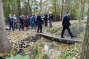Koning Willem-Alexander en koningin Maxima brengen een streekbezoek aan Almelo en Noordoost Twente. Tijdens het bezoek staat het thema erfenis als toekomstkapitaal centraal. <br /> <br /> King Willem-Alexander and Queen Maxima bring a regional visit to Almelo and Northeast Twente. During the visit, the theme heritage as future capital center.<br /> <br /> op de foto / On the photo:  Koningspaar bezoekt Textielreiniging Het Springendal te Oud-Ootmarsum // <br /> Royals visit Textielreiniging Springendal Oud-Ootmarsum
