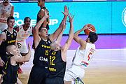 DESCRIZIONE : Varese FIBA Eurocup 2015-16 Openjobmetis Varese Telenet Ostevia Ostende<br /> GIOCATORE : Roko Ukic<br /> CATEGORIA : Tiro Composizione<br /> SQUADRA : Openjobmetis Varese<br /> EVENTO : FIBA Eurocup 2015-16<br /> GARA : Openjobmetis Varese - Telenet Ostevia Ostende<br /> DATA : 28/10/2015<br /> SPORT : Pallacanestro<br /> AUTORE : Agenzia Ciamillo-Castoria/M.Ozbot<br /> Galleria : FIBA Eurocup 2015-16 <br /> Fotonotizia: Varese FIBA Eurocup 2015-16 Openjobmetis Varese - Telenet Ostevia Ostende