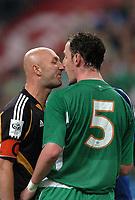 Fotball<br /> VM-kvalifisering<br /> Frankrike v Irland<br /> 9. oktober 2004<br /> Foto: Digitalsport<br /> NORWAY ONLY<br /> FABIEN BARTHEZ  (FRA) / ANDREW O'BRIEN (IRE)