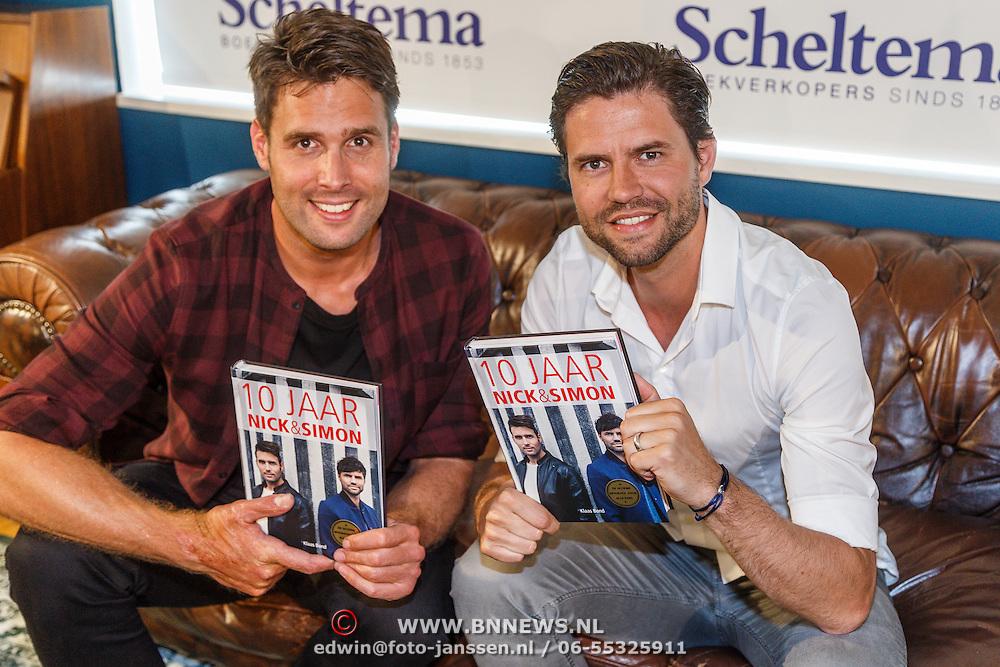 NLD/Amsterdam/20150512 - Boekpresentatie 10 Jaar Nick & Simon,