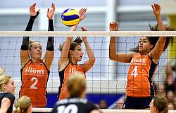 30-12-2015 NED: Nederland - Belgie, Almelo<br /> Op het 25 jaar Topvolleybal Almelo spelen Nederland en Belgie een oefen interland ter voorbereiding op het OKT dat maandag in Ankara begint. Nederland wint overtuigend met 3-1 / Femke Stoltenborg #2, Robin de Kruijf #5, Celeste Plak #4