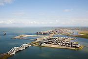 Nederland, Noord-Holland, Amsterdam, 16-04-2008; IJburg met de Enneus Heermabrug (de dubbele boogbrug) die toegang tot de nieuwbouwwijk, met als eerste eiland rechts het Steigereiland (op dit eiland mogen op de  zogenaamde vrije kavels eigen woningen - naar eigen ontwerp - gebouwd ; in het verschiet het centrum van IJburg met het Haveneiland..luchtfoto (toeslag); aerial photo (additional fee required); .foto Siebe Swart / photo Siebe Swart