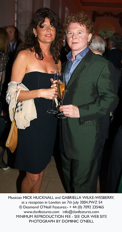 Musician MICK HUCKNALL and GABRIELLA WILKE-WESBERRY, at a reception in London on 7th July 2004.PWZ 54