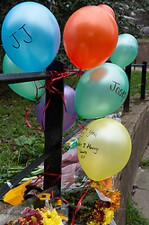 © Licensed to London News Pictures 07/03/2021. Greenwich, UK. Flowers and balloons at the scene. Police and London Fire Brigade forensic teams continue to work at the scene of a fatal fire that killed a five year old boy and has left the rest of his family in hospital. The property in Greenwich, South East London is still cordoned off today with flowers and balloons being placed at the scene. Photo credit:Grant Falvey/LNP