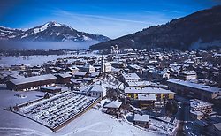 THEMENBILD - Blick auf den Ort kaprun mit seiner Kirche bei Sonnenschein, aufgenommen am 16. Januar 2019 in Kaprun, Oesterreich // View of the village of Kaprun with its church in the sunshine in Kaprun, Austria on 2019/01/15. EXPA Pictures © 2019, PhotoCredit: EXPA/ JFK