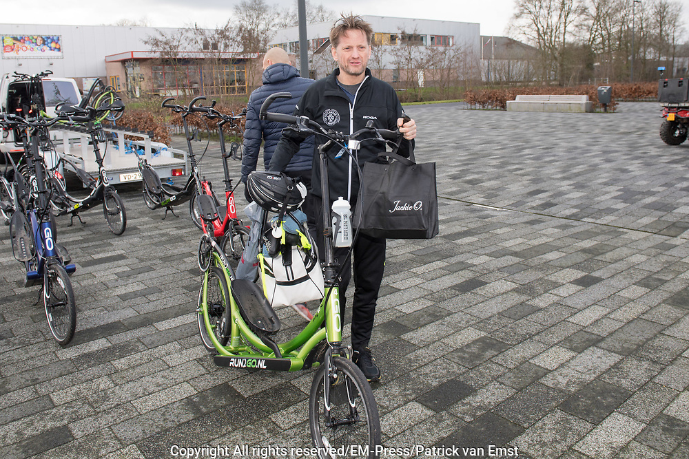 De Hollandse 100 2019. Tijdens het evenement wordt 10 kilometer geschaatst en 90 kilometer gefietst om geld op te halen voor onderzoek naar lymfklierkanker.  <br /> <br /> The Dutch 100 2019. During the event, 10 kilometers are skated and 90 kilometers cycled to raise money for research into lymph node cancer.<br /> <br /> Op de foto / On the photo:  Prins Pieter-Christiaan