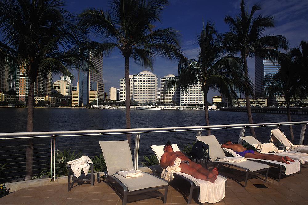 USA / Miami / Tourists sunbathing at Mandarin Hotel swimming pool...© JOAN COSTA/ANZENBERGER