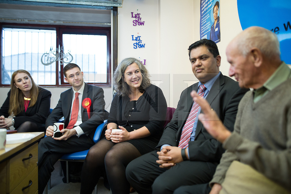 © Licensed to London News Pictures . 01/12/2015 . Oldham , UK . Labour Shadow Health Secretary HEIDI ALEXANDER (c) and candidate JIM MCMAHON (2nd left) at Royton Medical Centre in Oldham , meeting patients , as part of Labour's campaign for the seat of Oldham West and Royton , following the death of sitting MP Michael Meacher . Photo credit : Joel Goodman/LNP