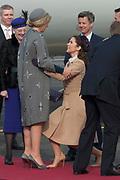 Staatsbezoek Denemarken - Dag 1. Aankomst van het Koninklijk gezelschap op vliegveld Kastrup<br /> <br /> State visit Denmark - Day 1. Arrival of the Royal Family at Kastrup airport<br /> <br /> op de foto / On the photo:  Koningin Maxima  en Prinses Mary / Queen Maxima  en Princes Mary