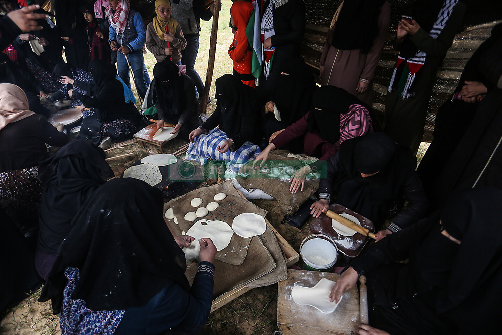 March 30, 2019 - Gaza, Palestine - Palestinian women bake ''traditional'' bread the ''Great March of Return'' and ''Palestinian Land Day'', near the border between Israel and Gaza east of Rafah in the southern Gaza Strip, on March 30, 2019. (Credit Image: © Abed Rahim Khatib/NurPhoto via ZUMA Press)