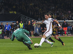 ATHENS, Nov. 3, 2017  Alessio Romagnoli (C) of AC Milan breaks through during the UEFA Europa League group D match between AEK Athens and AC Milan in Athens, Greece on Nov. 2, 2017. The match ended with a 0-0 tie. (Credit Image: © Lefteris Partsalis/Xinhua via ZUMA Wire)