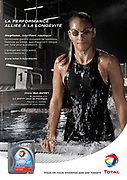 Shooting photo de la nageuse Diane Bui-Duyet dans une piscine pour une publicité Total Nouvelle Calédonie.