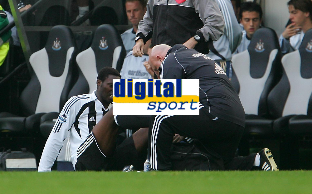 Photo: Andrew Unwin.<br /> Newcastle United v Everton. The Barclays Premiership. 24/09/2006.<br /> Newcastle's Shola Ameobi (L) looks in pain as he receives treatment.