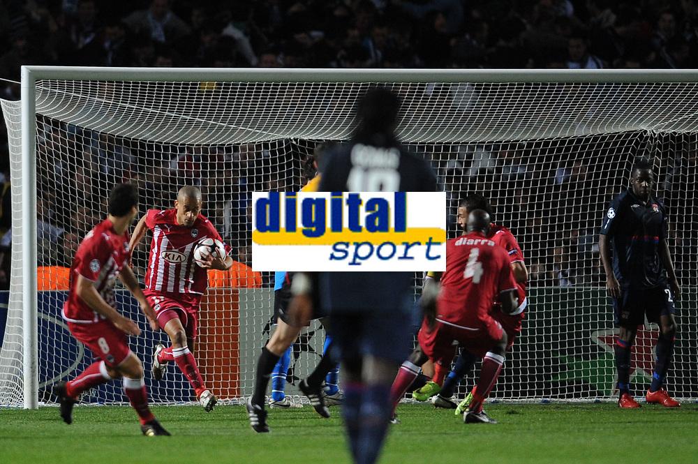 FOOTBALL - UEFA CHAMPIONS LEAGUE 2009/2010 - 1/4 FINAL - 2ND LEG - GIRONDINS DE BORDEAUX v OLYMPIQUE LYONNAIS - 7/04/2010 - JOY BORDEAUX AFTER GOAL OF CHAMAKH - GOURKUFF<br /> PHOTO FRANCK FAUGERE / DPPI