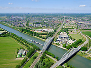 Nederland, Utrecht, Houten, 27-05-2020; Schalkwijkse Spoorbrug, Schalkwijksebrug (verkeersbrug), beiden over Amsterdam-Rijnkanaal, nabij Houten (in de achtergrond). <br /> Schalkwijkse Spoorbrug, Schalkwijksebrug (traffic bridge), both across the Amsterdam-Rhine Canal, near Houten (in the background).<br /> <br /> luchtfoto (toeslag op standaard tarieven);<br /> aerial photo (additional fee required)<br /> copyright © 2020 foto/photo Siebe Swart