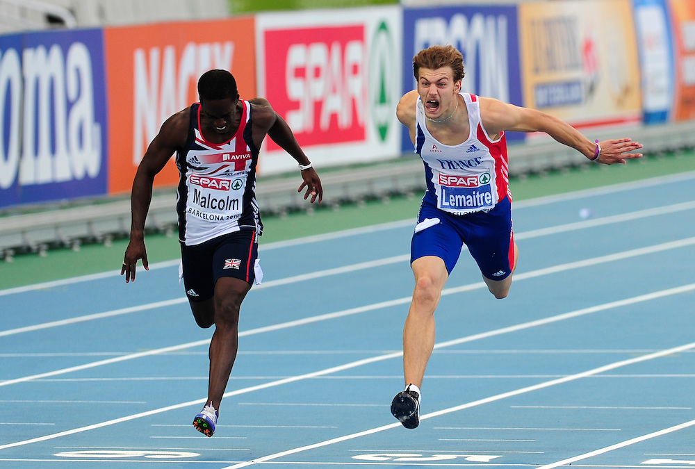 France's Christophe Lemaitre (R) compete to cross first the finish line ahead of Great Britain's Christian Malcom in the men's 200m final at the 2010 European Athletics Championships at the Olympic Stadium in Barcelona on July 30, 2010
