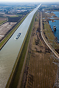Nederland, Limburg, Gemeente Maasgouw,, 07-03-2010; binnenvaartschip op het Julianakanaal ten oosten van Stevensweert, gezien naar het zuiden. Het kanaal is aangelegd in het kader van de Maaskanalisatie. Rechts een zandwinplas en een oude Maasarm (boven rechts)..Barge on the Juliana Canal east of Stevensweert. The canal was built as part of the Meuse Canalization. To the right a lake, result of Sand extraction..luchtfoto (toeslag), aerial photo (additional fee required).foto/photo Siebe Swart