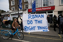 """© Licensed to London News Pictures. 20/04/2021. London, UK. Fans hold up a banner reading """"ROMAN DO THE RIGHT THING"""" outside Stamford Bridge in West London before it was announced the club would be applying to withdraw from the European Super League. There has been widespread hostility towards proposals for a new elite league of European football clubs, which opponents say will kill competition and damage the sport. Photo credit: Ben Cawthra/LNP"""