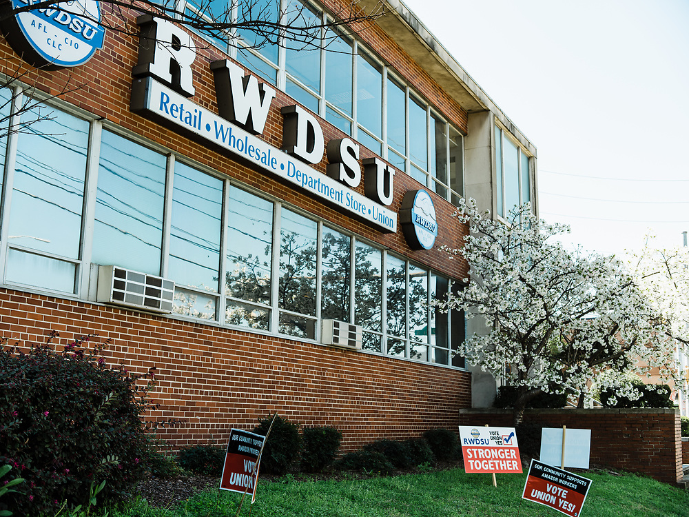 BIRMINGHAM, AL – MARCH 20, 2021: Scenes outside the RWDSU Union Hall in Birmingham's Southside, where Amazon employees are organizing for the Retail Wholesale and Department Store Union. If union organizers are successful, the BHM1 fulfillment center in Bessemer will become the first unionized Amazon warehouse in the country. CREDIT: Bob Miller for Le Monde