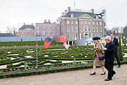 Prinses Beatrix tijdens de opening van de tentoonstelling The Garden of Earthly Worries van Daniel Libeskind in de tuin van Paleis Het Loo.<br /> <br /> Princess Beatrix during the opening of the exhibition The Garden of Earthly Worries by Daniel Libeskind in the garden of Paace Het Loo.