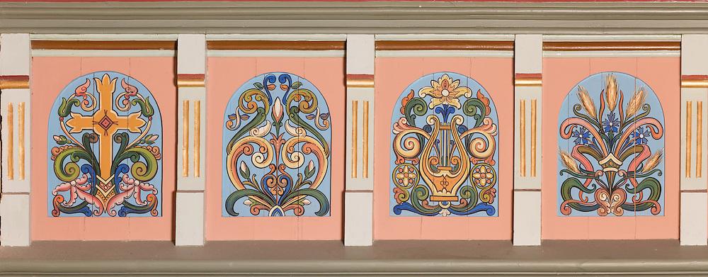Galleriet i Indre Herøy Kirke. 27 felt, fristilt. Alle 27 felt sett sammen.