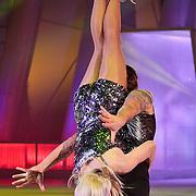 NLD/Hilversum/20110304 - Sterren Dansen op het IJs show 6, Vivian Reijs en Nick Keagan