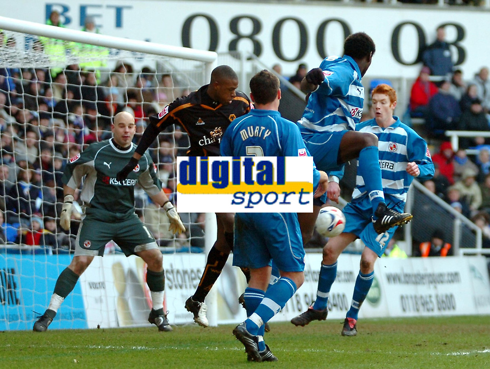 Photo: Ed Godden.<br />Reading v Wolverhampton Wanderers. Coca Cola Championship. 18/03/2006. <br />Reading players scramble to clear the ball from their area in the dying seconds of the game.