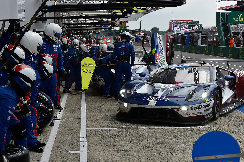 #69 Ford Chip Ganassi Racing Ford GT: Ryan Briscoe, Richard Westbrook, Scott Dixon, #67 Ford Chip Ganassi Racing Ford GT: Andy Priaulx, Harry Tincknell, Tony Kanaan, pit stop<br /> Saturday 16 June 2018<br /> 24 Hours of Le Mans<br /> 2018 24 Hours of Le Mans<br /> Circuit de la Sarthe WI FR<br /> World Copyright: Scott R LePage