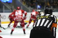 GET-ligaen Ice Hockey, 27. october 2016 ,  Stavanger Oilers v Stjernen<br /> Dommer i løpet av kampen Stavanger Oilers mot Stjernen<br /> Foto: Andrew Halseid Budd , Digitalsport