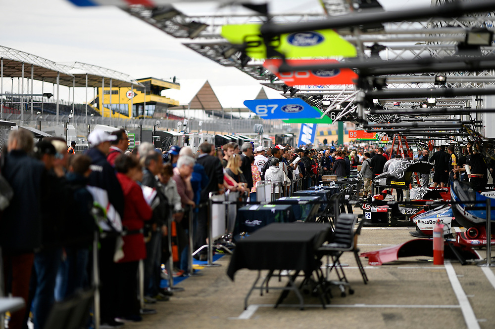 #67 Ford Chip Ganassi Racing Ford GT: Andy Priaulx, Harry Tincknell, Tony Kanaan fans wait for autograph session, atmosphere<br /> Tuesday 12 June 2018<br /> 24 Hours of Le Mans<br /> Verizon IndyCar Series<br /> Circuit de la Sarthe  FR<br /> World Copyright: Scott R LePage<br /> LAT Images