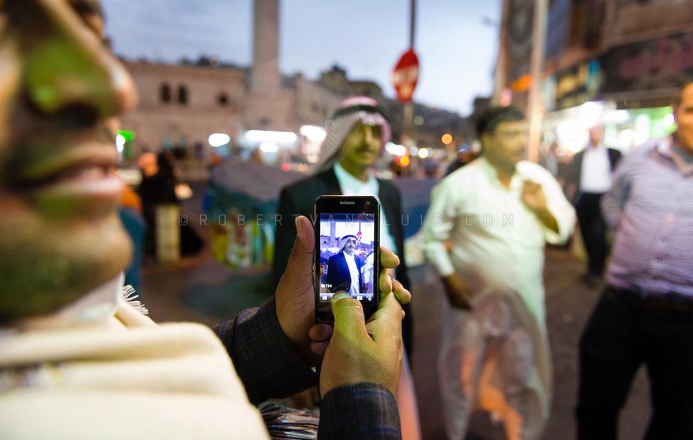 A man shows an iPhone with a photo taken just seconds before in Amman, Jordan. Photo © Robert van Sluis