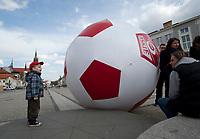 25.04.2012 Bialystok N/z zabawa wielka pilka na 5 stadionie Warki fot Michal Kosc / AGENCJA WSCHOD