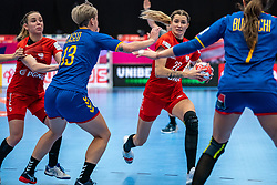 (L-R) Aneta Labuda of Poland, Cristina Laslo of Romania, Aleksandra Rosiak of Poland in action during the Women's EHF Euro 2020 match between Poland and Romania at Sydbank Arena on december 05, 2020 in Kolding, Denmark (Photo by RHF Agency/Ronald Hoogendoorn)