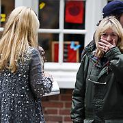 NLD/Hilversum/20101002 - Opname bij school in Hilversum van de Goische Vrouwen film, Linda de Mol en regisseur Will Koopman