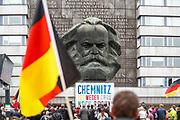 Demo in Chemnitz am 1. September 2018. Ein Iraker, Mustafa, lebt seit 7 Monaten in Cehmnitz. Auf seinem TShirt Steht: Keine Nazis. Photo Siggi Bucher