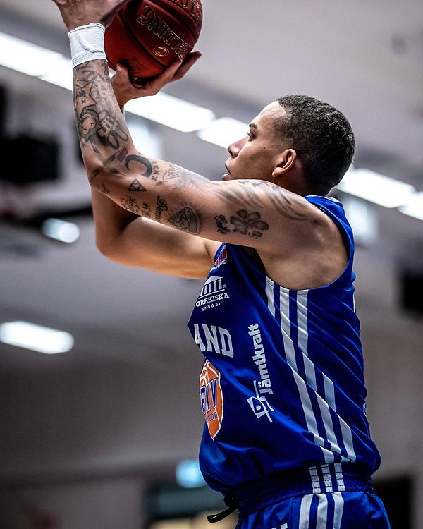 ÖSTERSUND 20211007<br /> Jämtlands Pierre Hampton under torsdagens match i basketligan mellan Jämtland Basket och Norrköping Dolphins.<br /> Foto: Per Danielsson / Projekt.P