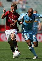 Fotball<br /> Serie A Italia<br /> Foto: Graffiti/Digitalsport<br /> NORWAY ONLY<br /> <br /> Roma 15/5/2005<br /> Roma Lazio 0-0<br /> Daniele De Rossi Roma e Ousmane DAbo Lazio