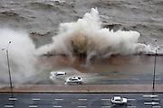 Nicolas Celaya/ URUGUAY/ MONTEVIDEO/ RAMBLA SUR<br /> En la foto, Olas rompen debido a un ciclon extra tropical frente a la Rambla Sur. Nicolás Celaya /adhocFOTOS<br /> 2016 - 27 de octubre - jueves