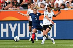 05.07.2011, Borussia-Park, Moenchengladbach, GER, FIFA Women Worldcup 2011, Gruppe A,  Frankreich (FRA) Deutschland (GER) ,. im Bild Kerstin Garefrekes (GER) gegen Laure Boulleau (FRA) . // during the FIFA Women´s Worldcup 2011, Pool A,France vs Germany on 2011/06/26, Borussia-Park, Moenchengladbach, Germany. EXPA Pictures © 2011, PhotoCredit: EXPA/ nph/  Karina Hessland       ****** out of GER / CRO  / BEL ******