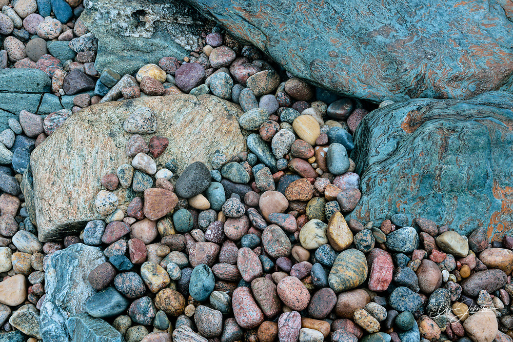 Ennadai Lake shoreline rocks and stones, Arctic Haven lodge on Ennadai Lake, Nunavut, Canada
