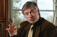 07 APR 2000, BERLIN/GERMANY:<br /> Prof. Dr. Andreas Troge, Präsident Umweltbundesamt, während einem Interview, in seinem Büro, Umweltbundesamt<br /> IMAGE: 20000407-01/01-20