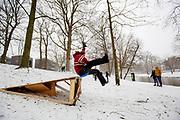 In Utrecht sleeen jongeren van een schans. Nederland geniet van de eerste sneeuw sinds lange tijd.<br /> In Utrecht young people sled down a ramp. People in the Netherlands enjoy the first snow since years.