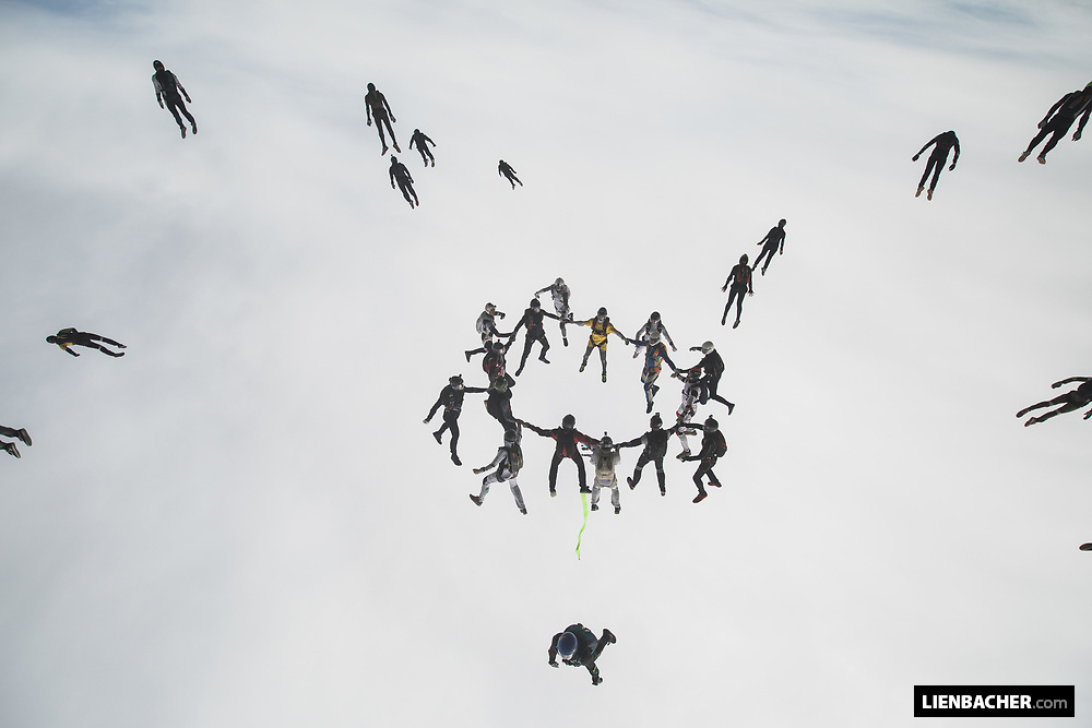 breakoff of the official 32way german headdown skydiving record 2018 - Day 1, 2018-10-03, Zweibrücken/Germany