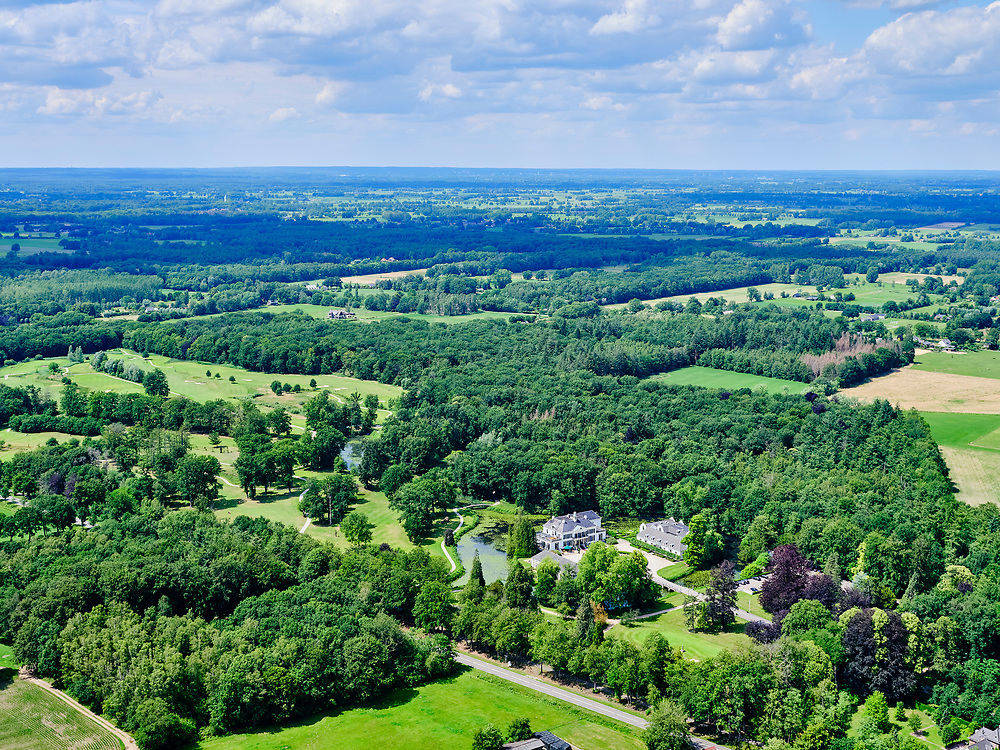 Nederland, Gelderland, Gemeente Brummen, 21–06-2020; Kasteel Engelenburg en Engelenburg Golf & Country Club.<br /> <br /> luchtfoto (toeslag op standaard tarieven);<br /> aerial photo (additional fee required)<br /> copyright © 2020 foto/photo Siebe Swart