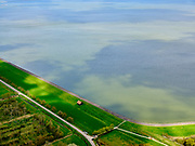 Nederland, Noord-Holland, gemeente Hollands Kroon, 07-05-2021; Wieringermeer, Wieringerwerf, Noorderdijkweg met dijkmagazijn, zicht op het IJsselmeer.<br /> Wieringermeer, Wieringerwerf, Noorderdijkweg with dike warehouse, view of the IJsselmeer.<br /> <br /> luchtfoto (toeslag op standard tarieven);<br /> aerial photo (additional fee required)<br /> copyright © 2021 foto/photo Siebe Swart