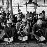 In a place called No man's land, a small stripe between Myanmar and Bangladesh border, youg Rohingyas are studying coran in a madrasa. Since the end of august 2017, the beginning of the crisis, more than 600,000 Rohingyas have fled Myanmar to  seek refuge in Bangladesh. Cox's Bazar -october 25th 2017.<br /> Dans un endroit appelé le No man's land, une petite bande de terre située entre les frontières de la Birmanie et du Bangladesh, des jeunes Rohingyas étudient le coran dans une madrasa. Depuis le début de la crise, fin août 2017, plus de 600000 Rohingyas ont fuit la Birmanie pour trouver refuge au Bangladesh. Cox's Bazar le 25 octobre 2017.