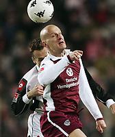 Fotball<br /> Bundesliga Tyskland 2004/05<br /> Kaiserslautern v Mainz 05<br /> 4. desember 2004<br /> Foto: Digitalsport<br /> NORWAY ONLY<br /> Nikolce Noveski, Carsten Jancker Kaiserslautern